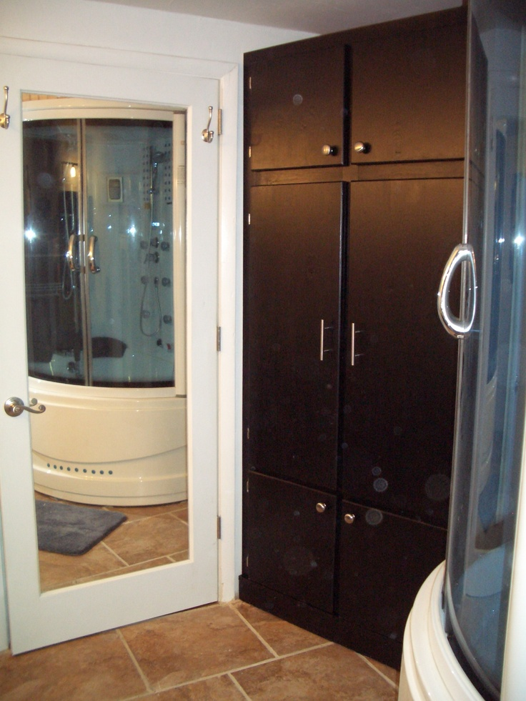 there is a floor to ceiling mirror on the back of the master bathroom door and the linen closet. Black Bedroom Furniture Sets. Home Design Ideas