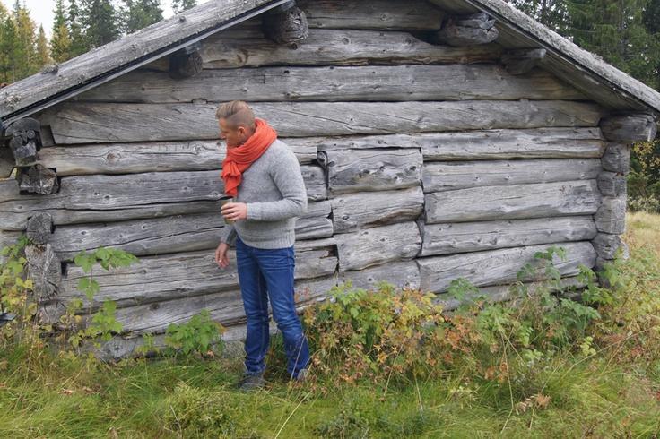 En 200 år gammel tømmervegg, preget av tidenes tann. Så ekte, så rot-norsk! Dette skal vi overføre til @Halvor Bakkes`s nye parkett-kolleksjon