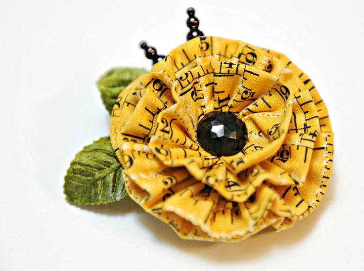 Cute flower pin tutorial. Made with jelly roll strips ~RDM
