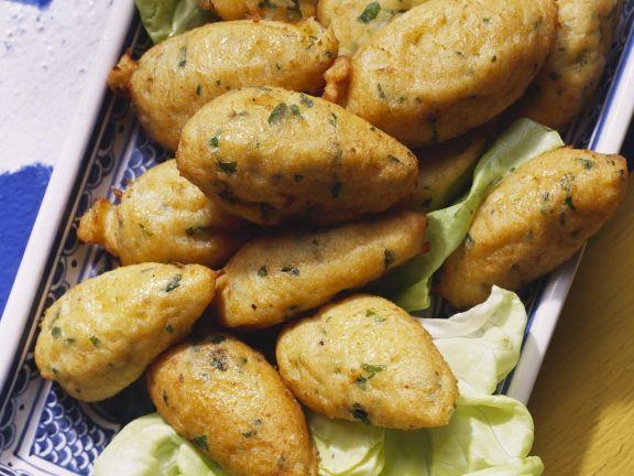 Stockfischbällchen auf portugiesische Art ist ein Rezept mit frischen Zutaten aus der Kategorie Meerwasserfisch. Probieren Sie dieses und weitere Rezepte von EAT SMARTER!