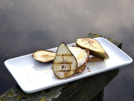 Chèvretoast med päron | Recept från Köket.se