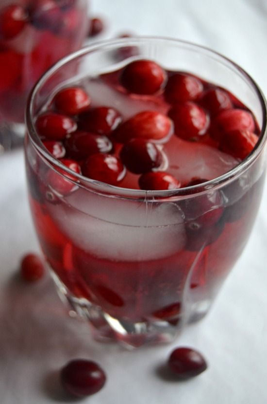 Cranberry Raspberry Sparkling Punch - A delicious and healthier holiday punch made with sparkling water and real fruit juice! - Kate Moving Forward #ad #WaterMadeExciting