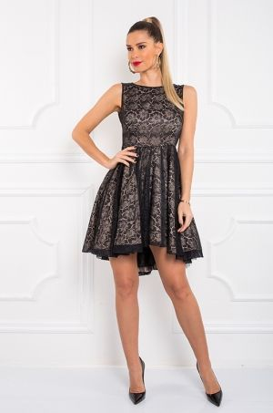 Bábikovské áčkové šaty pokryté s čipkou, dolnej časti podšívka, horná časť má hrubé ramienka, zadná časť s holým chrbtom a zapínaním na zips, alebo neodhaleným chrbtom a zapínaním na gombík zo slzyčkovým výstrihom. Vhodné na akúkoľvek príležitosť.