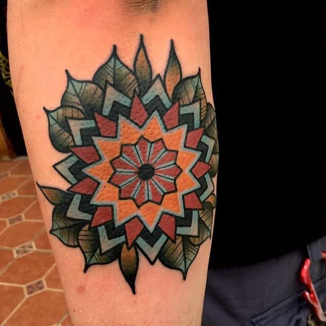 Mandala Tattoos 50 Schonste Beispiele Beste Tattoo Ideen Mandala Tattoo Tattoo Lettering Tattoos