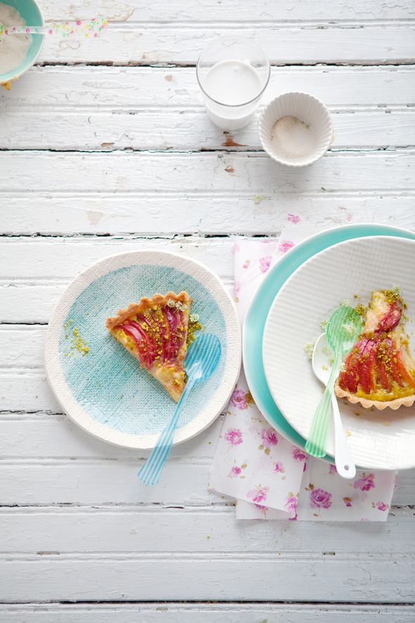 Nectarine and pistachio tart Recipe via @Aran Goyoaga