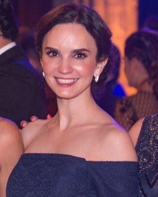 """73 Me gusta, 10 comentarios - Claudia Torres (@latorres8) en Instagram: """"Cuando voy de etiqueta rigurosa 😜🙈"""""""