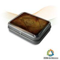 Estuche de Tapa con Bisagra e impresión digital de Simbolos Masónicos  Medidas: 8 x 6 x 2.5 cm