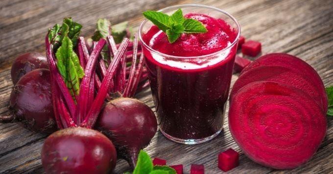 Reconnaissable à sa magnifique couleur rouge, La betterave est considérée depuis quelques années comme une super-nourriture, en raison de ses vertus pour l