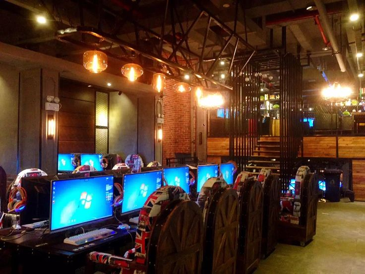 Internet cafe in Hubei | Game cafe, Cyber cafe interior ...