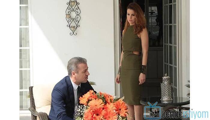 Star TV yayınlanan Medcezir dizisinde  Sedef Kaya karakterini canlandıran Defne Kayalar'ın, 67.  bölümünde giydiği yeşil elbise
