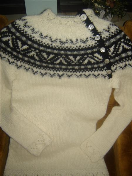 I adore lopapeysa. They are great sweaters to wear on cool days. I love the side buttons on this one.