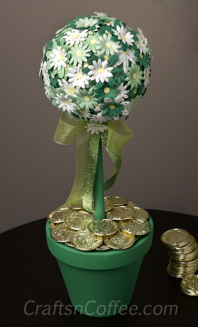 St. Patrick's Day Topiary Diy So sweet! And easy because it's made with pre-cut flowers. CraftsnCoffee.com #St.Patricks, #St.Patrick's ,