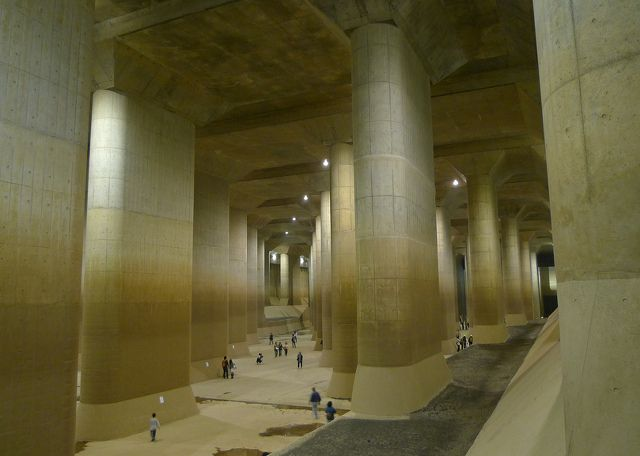 A tour group in the Temple of the G-Cans Project