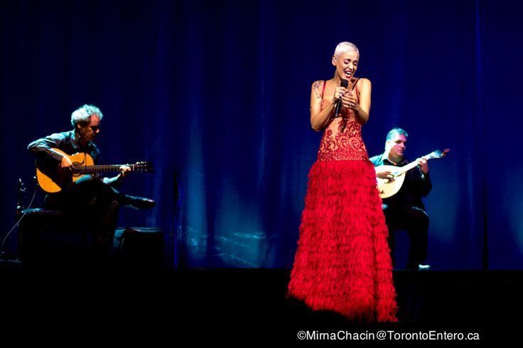 Rotundo, soberbio, universal. Mariza transformó el Massey Hall en su apasionado Mundo el pasado 26 de octubre, invitando a miles de torontonianos a entende