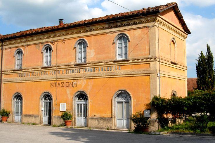 Ex stazione ferroviaria #marcafermana #amandola #fermo #marche