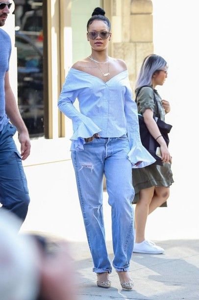 Rihanna blouse blue stripes, jeans