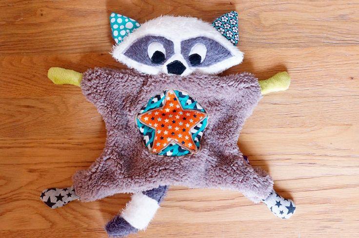 Raton-Laveur Raccoon, peluche façon doudou plat, personnalisable sur commande