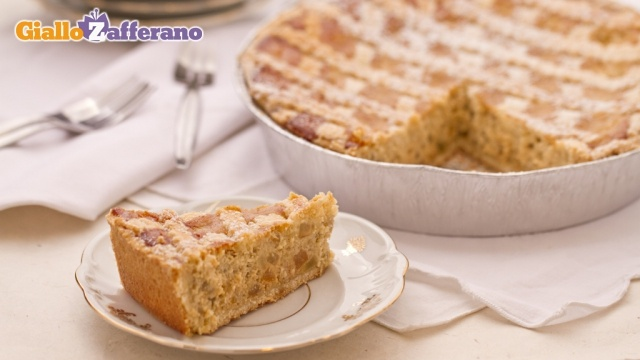 Pastiera napoletana - Dessert cake with ricotta cheese, eggs and candied fruit