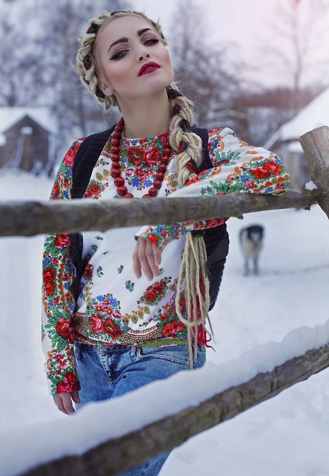 The White Folklore sexy sweater is perfect for highlighting popular street styles like boho, folk fashion or hippie.