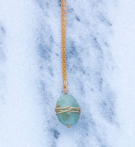 Seafoam Green Oval Anhänger Halskette mit Wire Wrap von CommonGem