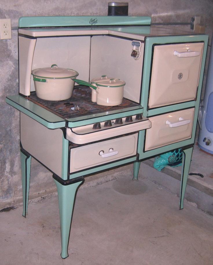 1920s Even Heet Gas Stove Kitchen DisplayAntique