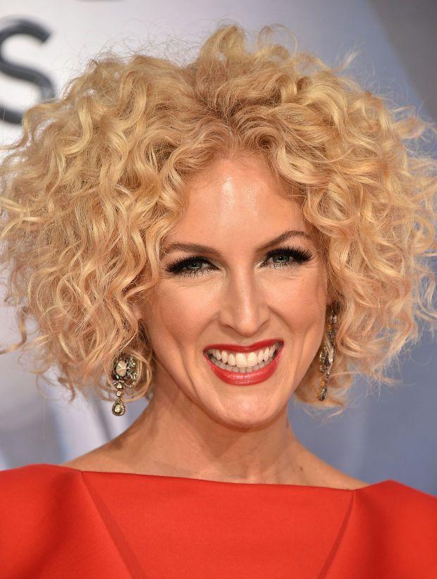 CMA Awards 2015: The Must-See Beauty Looks | Hair styles, Curly hair celebrities, Curly hair styles