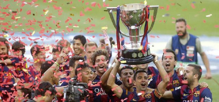 El FC Barcelona recibió la COPA  que lo acredita como CAMPEÓN de la Liga Española.