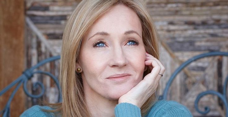 J.K. Rowling writes letter as Dumbledore to girl who lost family. (Oh man *sniffle* Someone must be peeling onions in here! Either that or I have something in both my eyes.) :'(