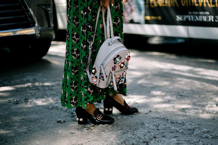 Backpack de Fendi y zapatos Gucci | Galería de fotos 11 de 248 | VOGUE