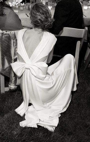 화이트 새틴 이브닝 드레스 간단한 야외 생일 토스트 드레스 사진 촬영 웨딩 잔디 빛 여단은 결혼식을 주재