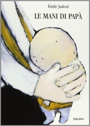 Dopo i primi 6 mesi di vita, quando il bebè riesce a seguire con lo sguardo le pagine, è possibile iniziare a proporgli libri adatti con immagini grandi e semplici e con pochissimo testo. Non è mai troppo presto per scoprire il piacere della lettura tra le braccia di mamma e papà, come sostiene da anni l'associazione 'Nati per Leggere'.