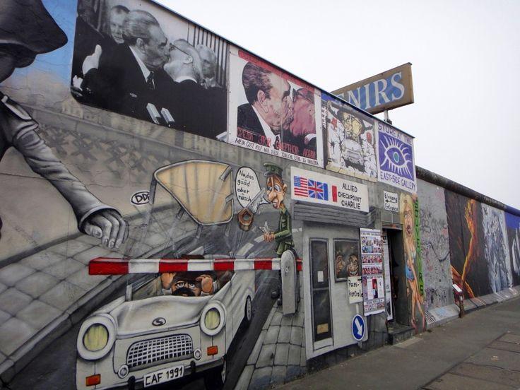 O muro de Berlim é um dos símbolos da capital da Alemanha, um símbolo histórico e hojea uma galeria de arte a céu aberto.