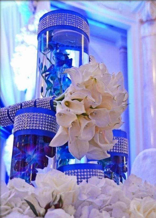 Unos centros de mesa en blanco y azul real conquistan