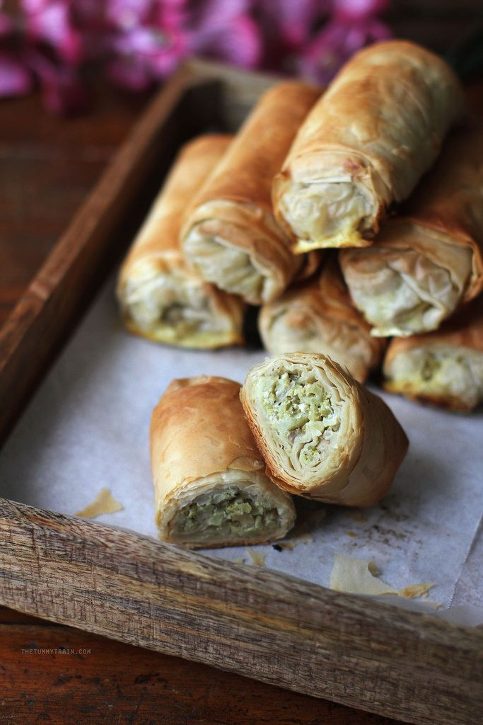 One of the best phyllo recipes is for phyllo rolls filled with all sorts of flavourful things. In this case, we have broccoli, mushroom, and feta!