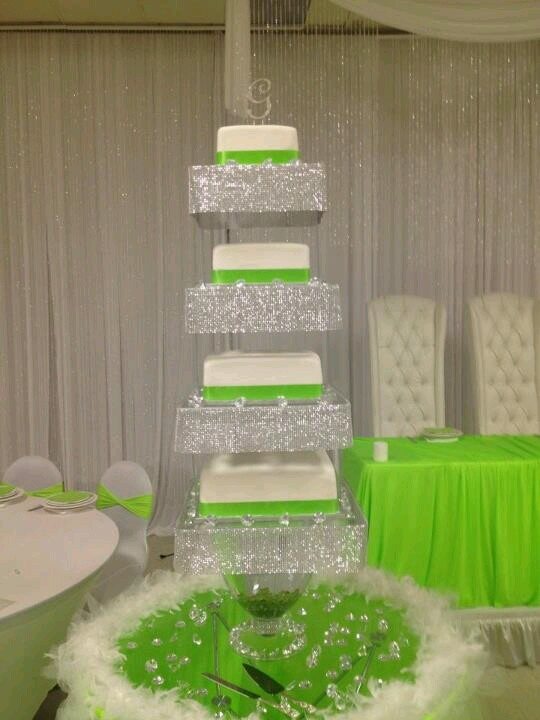 *gasp*!!!!    Lime green wedding cake <3 | themarriedapp.com hearted <3