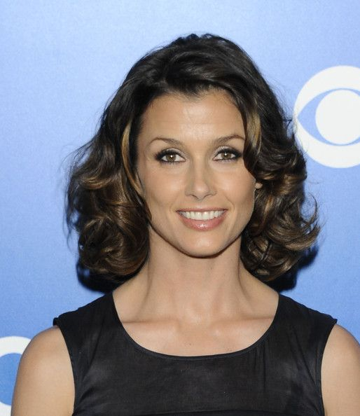 Bridget Moynahan Smoky Eyes  Bridget Moynahan created a glamorous eye makeup look for the CBS 2012 Upfront event, using black liner, lots of mascara and shimmering shades of shadow.