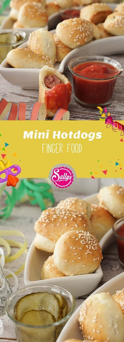 Pequenos cachorros-quentes, ou salsichas em roupão, que são facilmente removidos do …