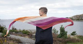 Tailwind is a triangular shaped shawl knitted from one corner to the other. Increases on every row and decreases on every other row forms a long and just a little bit asymmetrical triangle that will be perfect for