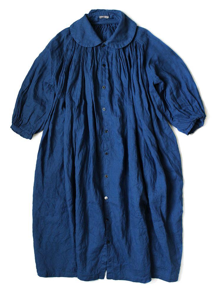 ソフトリネン フィッシャーマンズラグランワンピース ¥21,384  K1403OP259EK-331 麻 100%  もともとヴィンテージの漁師の作業着からのインスピレーションであるフィッシャーマンシャツを、ロング丈のワンピースに落とし込みました。ふんわりと柔らかなソフトリネンを使用し、たっぷりとしたギャザーが贅沢な一枚です。涼しげなリネンの生地は、上品な光沢が美しくこれからの季節にぴったりな1点。