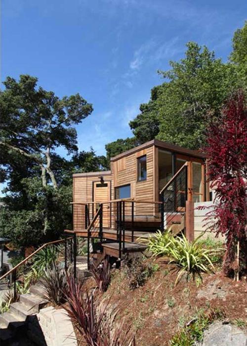 tiny exterior. tiny home  The Green Life <3