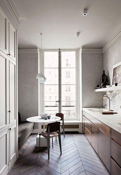 Una cucina senza pensili ma con molto stile
