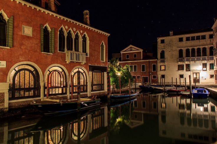 Night in Venice | Reflections on the venice canal at night
