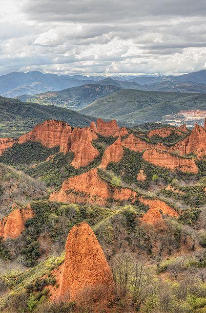 Las Médulas (El Bierzo), León, Spain. Este maravilloso paisaje lo puedes disfrutar desde el Parador de Villafranca del Bierzo http://www.parador.es/es/parador-de-villafranca-del-bierzo
