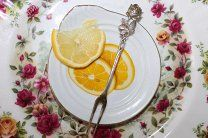 #СЕРЕБРЯНАЯ Вилочка для лимона оливок. Вилка Сервировочная Серебро Хильдесхаймская РОЗА - 2300 р. #       СЕРЕБРЯНАЯВИЛКА для сервировки лимона оливок. Предлагаются очень красивая изящнаявилочка выполненнаяво всемирно-известном и  легендарном дизайне Хильдесхаймской Розы из германского серебра 835 пробы. Длина вилочки- 13см  Вес  10гр.  Эта вилочкапросто очаровательнаи незаменима как за праздничным столом так и в повседневной жизни; прекрасно подойдёт к сервировке любого стола и украсит Ваш…