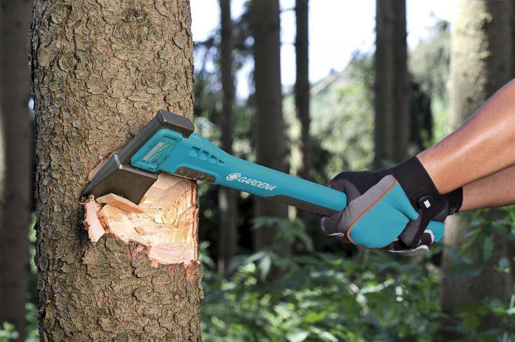 GARDENA univerzální sekera 1400A je vyrobena pro různé druhy práce se dřevem jako jsou např. stavební práce nebo práce v lese. GARDENA poskytuje na tyto sekery záruku 10 let.