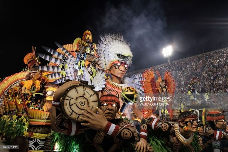 Revellers of the Imperatriz Leopoldinense samba school perform during the first night of Rio's Carnival at the Sambadrome in Rio de Janeiro, Brazil, early on February 27, 2017. / AFP / Yasuyoshi Chiba