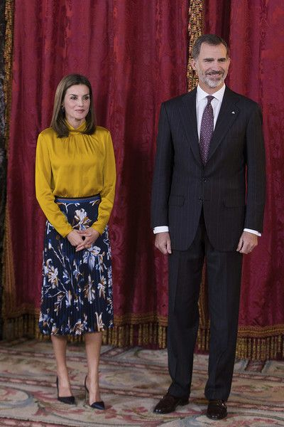 Queen Letizia of Spain Photos - King Felipe VI of Spain aand Queen Letizia of Spain receive Palestinian President Mahmoud Abbas at the Royal Palace on November 20, 2017 in Madrid, Spain. - Spanish Kings Host an Official Lunch for Mahmoud Abbas in Madrid
