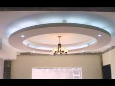 Decoración estilo minimalista, creada con un plafon redondo de tabla roca e ilumunacion led
