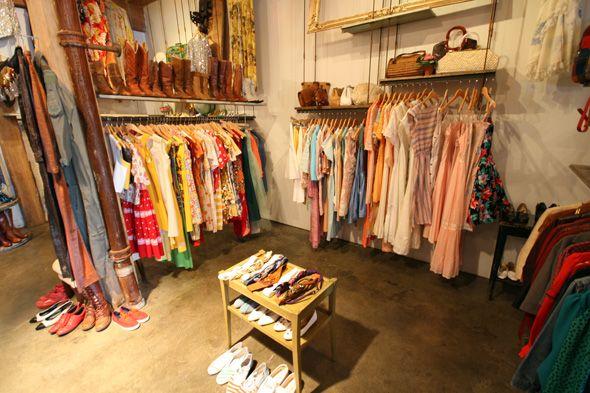 69-vintage-boutique-canada racks
