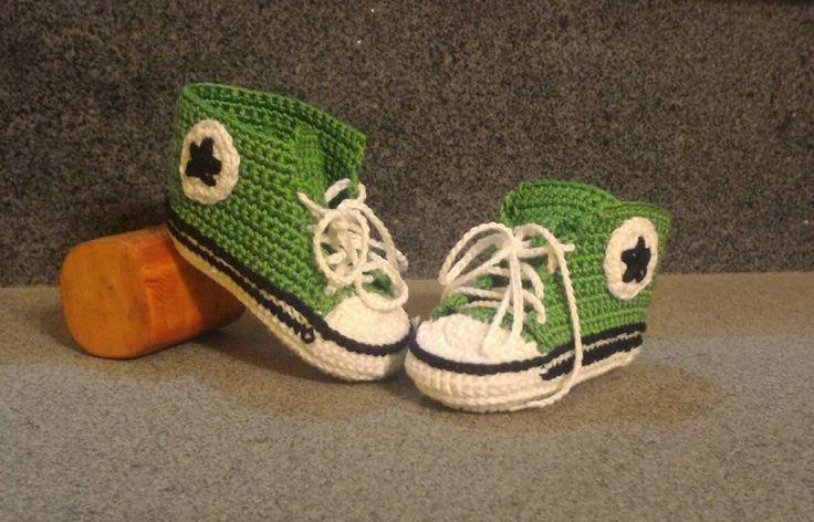 Scarpine unisex neonato stile Converse in cotone realizzate all'uncinetto di MaryCreationCrochet su Etsy